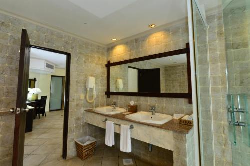 Diani Reef Beach Resort & Spa room photos