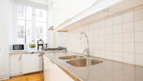 ApartDirect Sveavägen photo 24