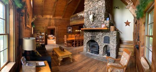 Фото отеля Maple Fork Lodge