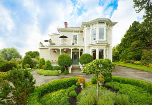 Fairholme Manor Inn - Accommodation - Victoria