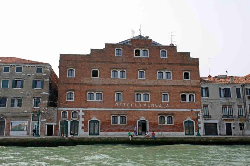 Fondamenta della Croce, 86, Venice, 30133.
