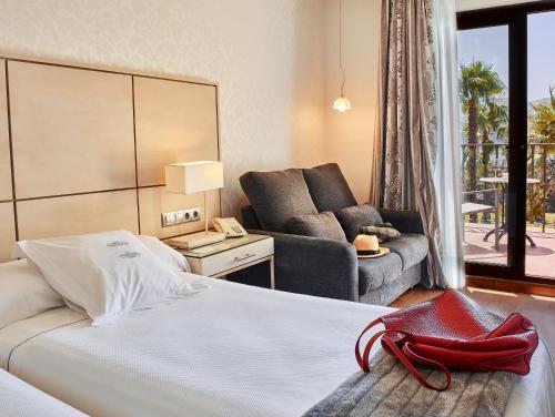 Habitación Doble Superior con vistas al lago (2 adultos) B bou Hotel La Viñuela & Spa 9
