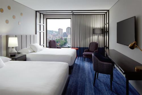 Doubletree By Hilton Montreal - Photo 5 of 42