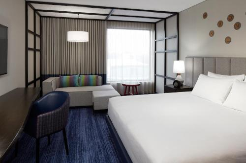Doubletree By Hilton Montreal - Photo 6 of 42