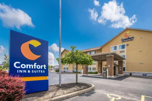 . Comfort Inn & Suites Fairborn near Wright Patterson AFB