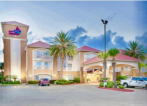 . Kemah Edgewater Hotel