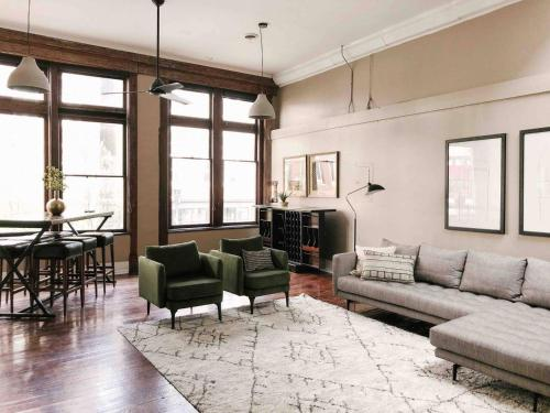 . Cru Loft in the Heart of Downtown Knox
