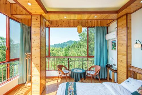 Queen Room with Mountain View