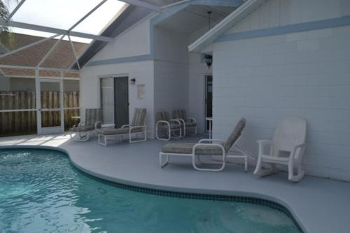 Lovely Vacation Rental Home Close to Disney 4 Bdrm Private Pool Free Internet - image 6