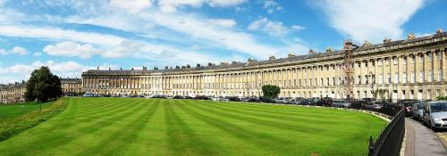 Stunning Royal Crescent Apartment With 3 Bedrooms