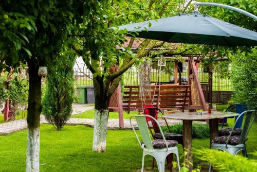 Dvoposteljna soba s skupno kopalnico  (Double Room with Shared Bathroom)