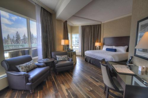 GrandView One Bedroom Suite: Valley View, King Bed, Sofa Bed & Balcony