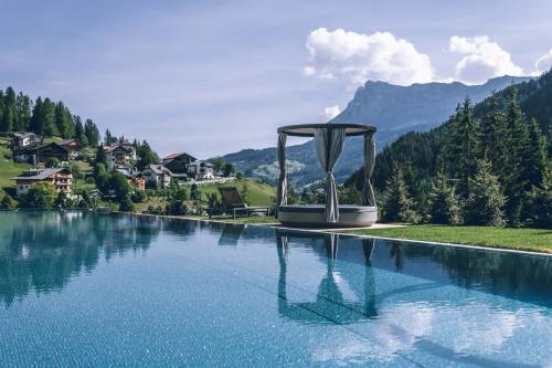Hotel Cristallo - Wellness Mountain Living Alta Badia-La Villa/Stern