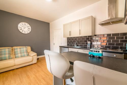 One Bed Sc Apartment With Parking Close To University