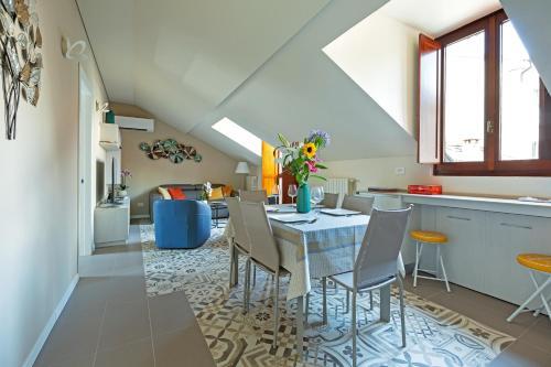 . Renovated Penthouse Duomo & Via Torino