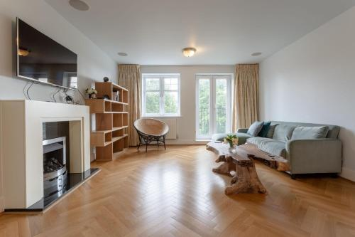 3 Bedroom Home In The Heart Of Wimbledon