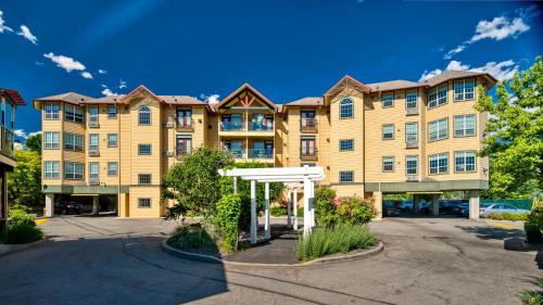 Ramada By Wyndham Penticton Hotel & Suites - Photo 8 of 166
