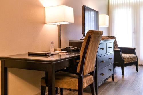 Ramada By Wyndham Penticton Hotel & Suites - Photo 6 of 166