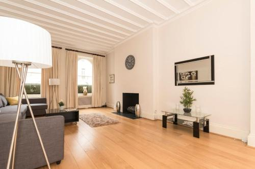 Belgravia Sw1 Luxurious 3 Bed Flat With Garden