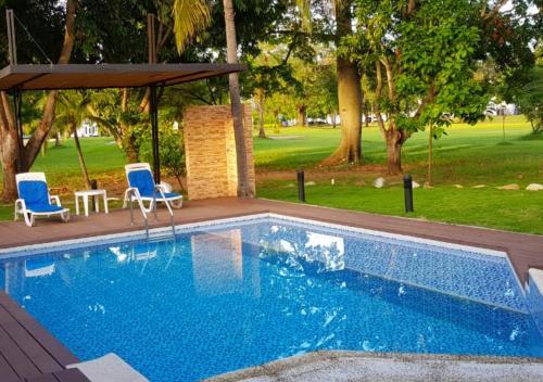Piscina Con Jacuzzi.A Hotel Com Casa Quinta Con Piscina Y Jacuzzi Privada En