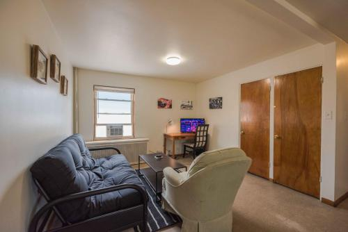 Cozy 2 bedroom ensures a comfort stay!