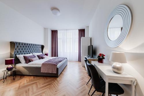 . Gold Art Apartments