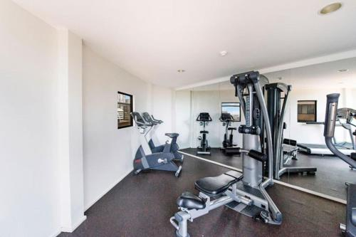 Accommodation Sydney City Centre - Hyde Park Plaza 3 bedroom 1 bathroom Apartment - image 4