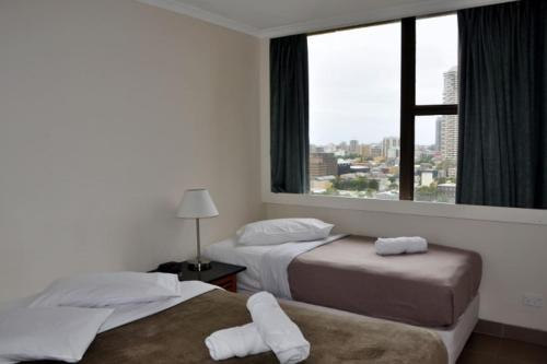 Accommodation Sydney City Centre - Hyde Park Plaza 3 bedroom 1 bathroom Apartment - image 7