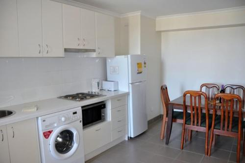 Accommodation Sydney City Centre - Hyde Park Plaza 3 bedroom 1 bathroom Apartment - image 10