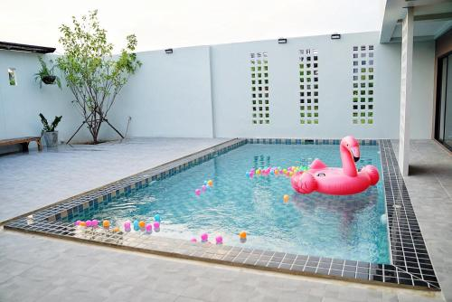 Maerim Pool House by KOLME Maerim Pool House by KOLME