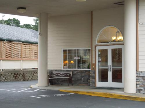 America's Best Inn & Suites Lincoln City - Lincoln City, OR 97367