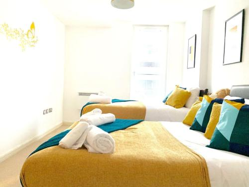 Welcoming Serviced Apartment Sleeps 7, Sassie Homes Birmingham