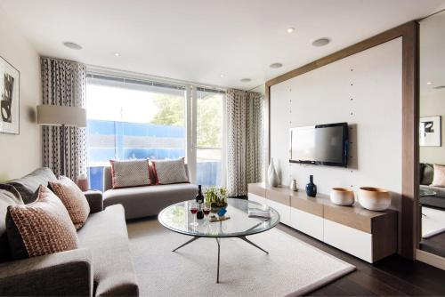 Bright Chelsea Grosvenor Waterside Apartment