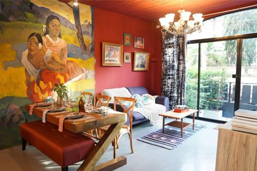 Bangkok Artistic and Quirky Home with Copper Bath B Bangkok Artistic and Quirky Home with Copper Bath B