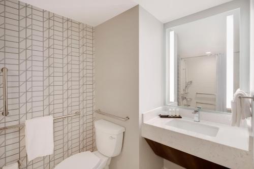 Embassy Suites Atlanta Perimeter - Newly Renovated! - Atlanta, GA GA 30338