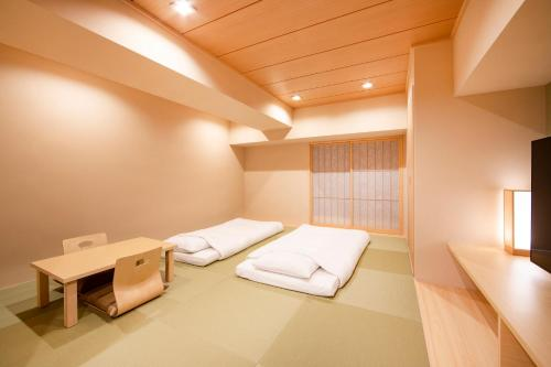 Japanese-Style Family Room (4 Adults)