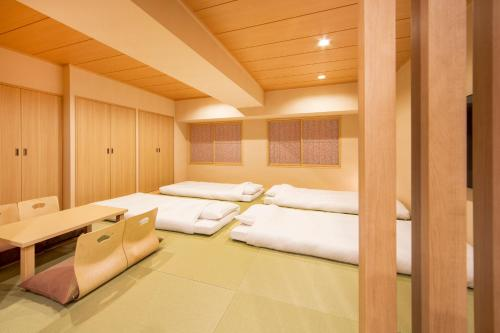 Japanese-Style Family Room (6 Adults)