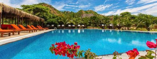 . Bungalows & Suites Punta Camarón