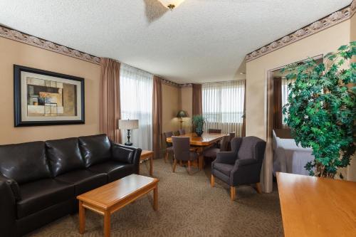The Glenmore Inn & Convention Centre - Calgary, AB T2C 2E6