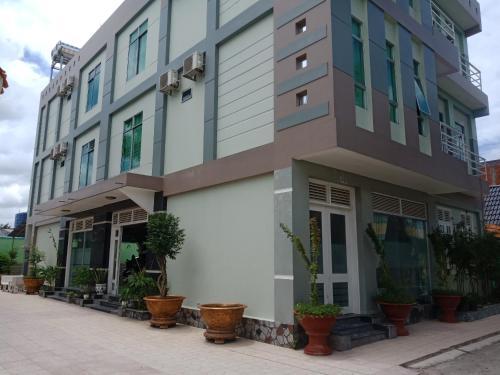 . Khách Sạn Trường Thịnh