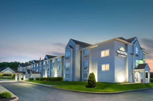. Microtel Inn & Suites by Wyndham Pittsburgh Airport