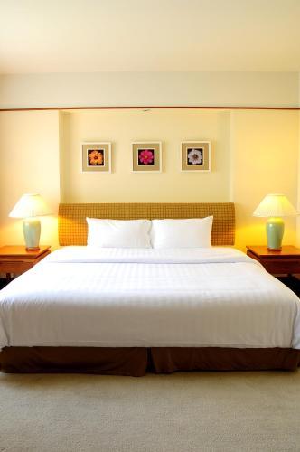Pantip Suites room photos