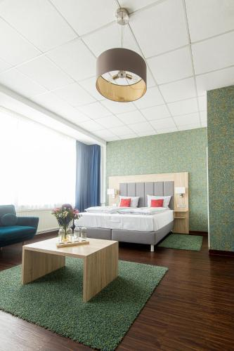 . Pallas Hotel