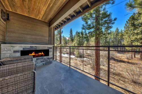 Brand New 4 Br Luxury Home Minutes From Lake Tahoe Townhouse Main image 2
