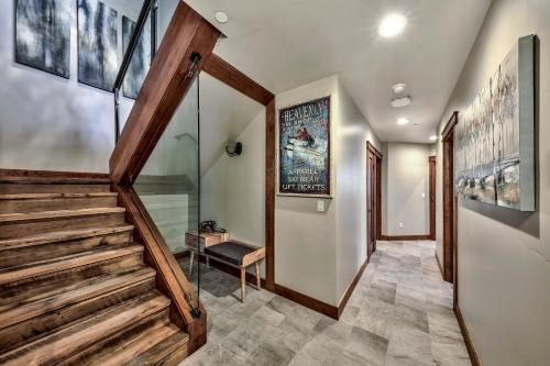 Brand New 4 Br Luxury Home Minutes From Lake Tahoe Townhouse Main image 1