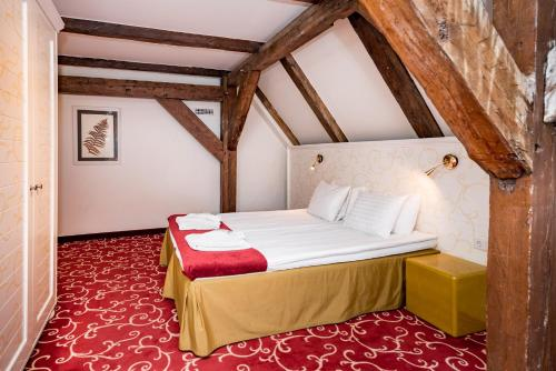 Deluxe Double Room - Attic with Free Parking