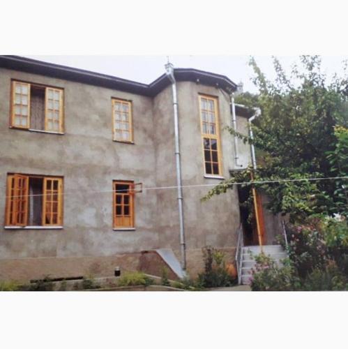 Guesthouse gharula, Oni