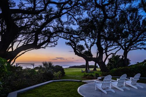 . Beachview Club Hotel