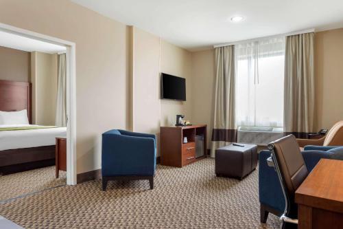 Comfort Inn & Suites near JFK Air Train - image 9