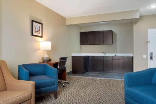 Comfort Inn & Suites near JFK Air Train - image 11